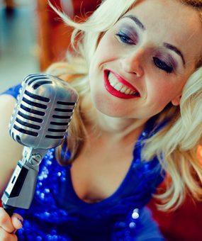 Daria – Freie singende Traurednerin